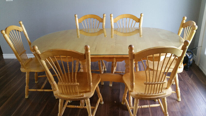 Quality solid rock maple dining table with 6 chairs 675 for Table 6 chaises kijiji