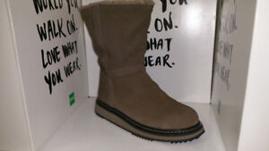 Woman's Cougar Winter Boots