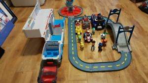 PAW PATROL Characters Building/track and Vehicles