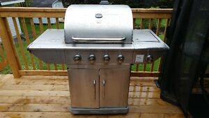BBQ FOR SALE STILL WORKING 3 YEARS OLD.