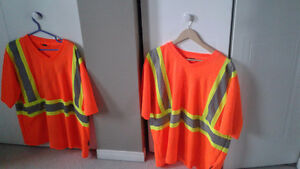 2 men's  work t-shirts size xl