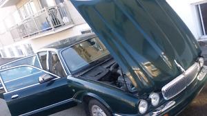 Jaguar van den pas 1998 full cuir toit àc excellente condition