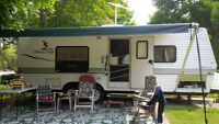 2004 Mallard Lite 25 foot travel trailer