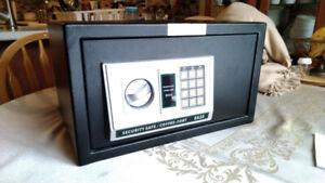 Garrison electronic/manual safe