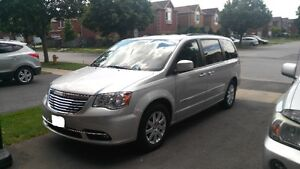 *IMMACULATE* 2011 Chrysler Town & Country Touring L