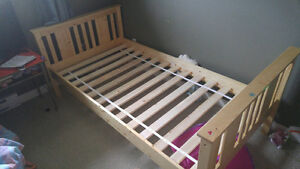 Single wooden mattress frame
