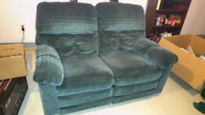 Dual reclining love seat