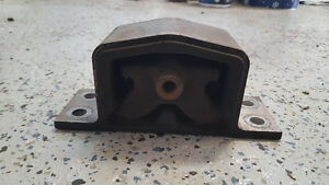 Engine mounts Infiniti G35x 2005 $5 to $15