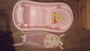 Winnie the Pooh Infant/Toddler Bath with insert