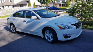 2015 Nissan Altima SL : Navigation, Leather,Sunroof, snow tires