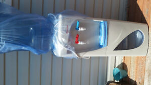 Water cooler/heater for 20L jugs
