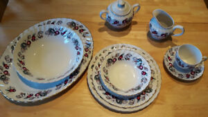 Set de vaisselle Royal Wessex Dinnerware made in England.