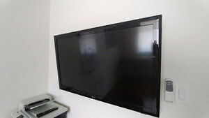 42 inch LG Flat Screen TV with Wall Mount
