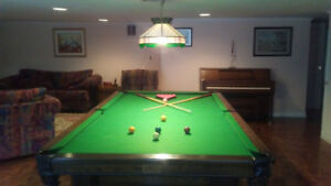 9' Pool Table With All Accessories