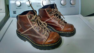 Dr Martens Boots – Mens size 5 / Womens Size 7