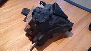 Stock Airbox Audi B8 A4 $40 OBO MUST GO West Island Greater Montréal image 3