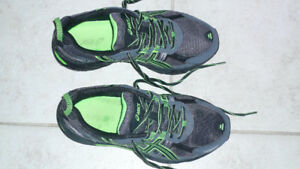 Running shoes size 8 wide comfort brand new