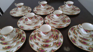 Ensemble de service Royal Albert old country roses