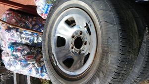 4 Jantes 5x127 avec 4 pneus d'été P215/75r15 montés