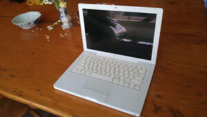 2009 Apple Laptop with MacOSX Lion & Bootcamp Windows 7
