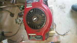 Briggs opposed Twin 19.5hp lawn mower engine