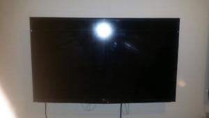 """39"""" insignia 720p LED tv"""