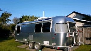 Airstream International 25 FB Signature