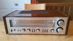 Vintage Technics AM/FM Stereo Receiver in almost mint shape.