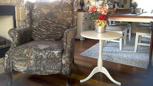Très belle table d`appoint ronde,table de coin style shabby chic
