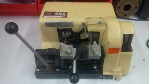 Kaba Ilco 024 Semi-Automatic Key Cutting Duplicator Machine London Ontario image 1