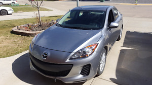 Reduced to sell : 2012 Mazda 3 GX 5 spd