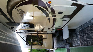2014 Fifth Wheel Columbus RV at Peace Arch RV Park