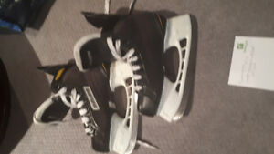size 2 bauer skates almost new 20 bucks