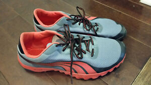 PUMA RUNNING SHOES SIZE 12 RUNNERS GREY/RED