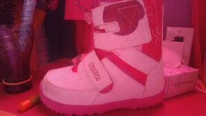 Girls room to grow snowboard boots size 3