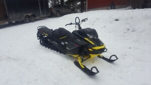 FAMILY GETTING OUT OF SLEDDING 3 Skidoo Summit X