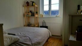 CHEAP ROOM IN STREATHAM-COUPLES ACCEPTED-LOOK!