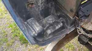 Nice front clip for a 4800 international truck London Ontario image 3