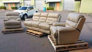 5 PIECE  LEATHER ELECTRIC  RECLINER LOUNGE in Yarrawonga NT Yarrawonga Palmerston Area Preview