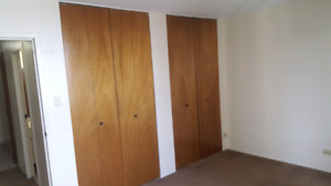 Large bedroom for rent immediately in downtown