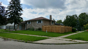 Detached Bungalow house in Scarborough