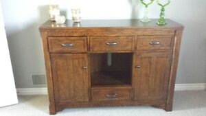SOLID OAK DRESSER OR ENTERTAINMENT STAND OR SIDE BOARD