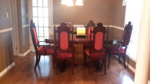 Showroom condition 7 piece solid mahogany dinning room set