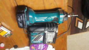Makita cordless cut out tool 18v battery and charger