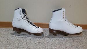 Ladies/Dames Riedell Figure Skates/Patins artistique, size 7.5 West Island Greater Montréal image 1