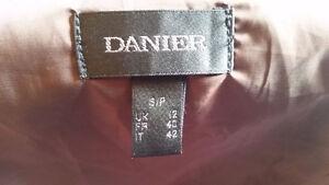 Mint Condition Women's Genuine Danier Leather Jacket (Small) Gatineau Ottawa / Gatineau Area image 5