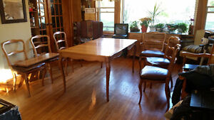 Oak Dining set with 6 chairs (1 chair needs repair)