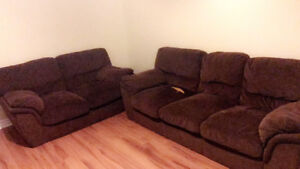 """Selling a couch and loveseat """"brown"""""""