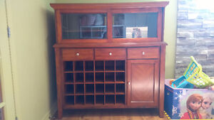 REDUCED PRICE! Hutch
