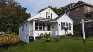 Open House Sun Nov 26 2-3pm Renovated In Town Property.